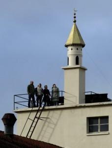Le propriétaire d'un magasin de chaussures a fait construire un minaret sur le toit du siège de son entreprise à Bussigny (VD).
