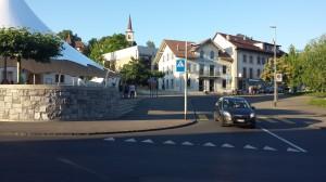 Place de l'hôtel de Ville Bussigny 20130705. Un nouveau chapiteau a été rajouté depuis début juillet 2013.