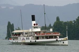 bateau à vapeur SCHILLER sur le lac des quatre-cantons