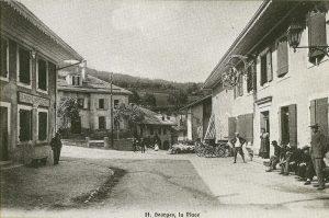 Carte postale de St.George, é droite l'ancienne maison de commune avec une belle enseigne de cavalier.