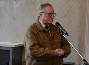 M. Francis Wicht , président d'honneur, rend hommage à M. Henri Grand.