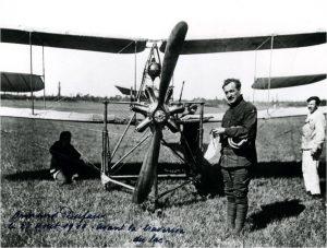 Henri Dufaux à Noville avant sa traversée du Lac Léman dans le sens de sa longueur.