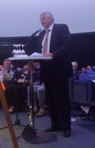 Hans Schwarz modérateur de la partie officielle