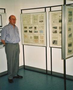 """Jean-Claude Marendaz lors d'une exposition """"Renens du Ier au IIIème millénaire"""" dans la maison du Peuple."""